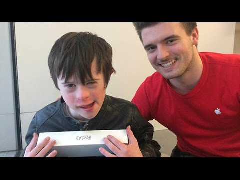 How One Apple Employee Went Above and Beyond to Help a Young Boy With Autism