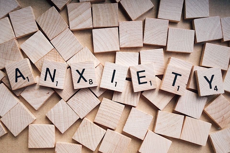 What are the signs of anxiety in children?